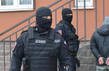 В Екатеринбурге спецотряд Росгвардии ликвидировал вооружённого мужчину, укравшего обои