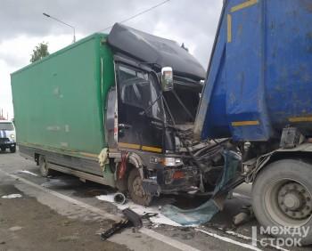 В столкновении двух грузовиков под Нижним Тагилом пострадал 33-летний мужчина (ВИДЕО)