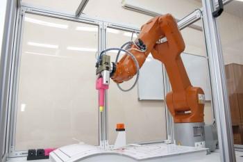 В Нижнетагильском технологическом институте появился промышленный робот KUKA за 4 миллиона рублей