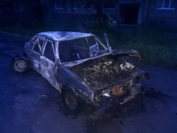 В Нижнем Тагиле подожгли автомобиль без аккумулятора и заднего моста