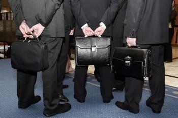 «Коммерсантъ» сообщил об обсуждении сокращения выплат топ-менеджерам госкомпаний
