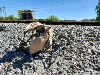 В Свердловской области поезд сбил коляску с годовалым ребёнком. Девочка погибла