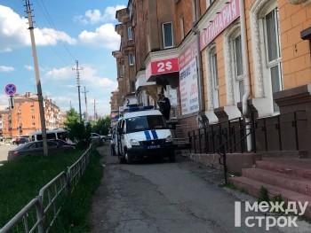 В Нижнем Тагиле полиция и ОМОН провели обыски в комиссионке на улице Газетной
