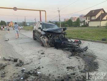 В Нижнем Тагиле Mazda улетела в кювет после столкновения с Merсedes