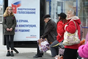 После жалобы активистов с сайта голосования запоправки вКонституцию убрали агитацию