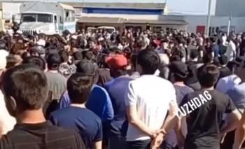 Жители дагестанского села Манас вышли насход после жёсткого задержания полицией пожилого мужчины