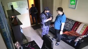 ВМоскве росгвардейцы угрожали «подкинуть наркоту» мужчине, на которого из-за громкой музыки пожаловалась соседка