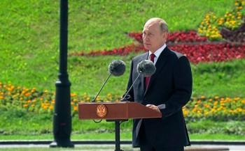 В День России Путин вышел из самоизоляции, чтобы вручить медали Героям Труда