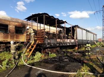 На железнодорожной станции в Нижнем Тагиле сгорели вагоны поезда, гружённые древесиной