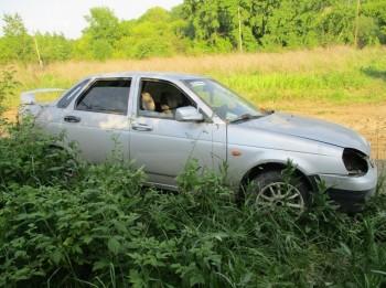 В Нижнем Тагиле таксист бросил машину во время заказа ради угона ВАЗа
