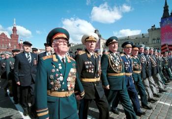 Роспотребнадзор разрешил ветеранам смотреть парад наКрасной площади без масок
