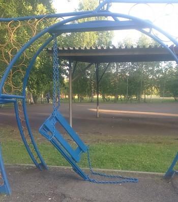 В Нижнем Тагиле СК возбудил уголовное дело после травмирования 11-летней девочки на качелях в парке отдыха