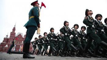 Вприехавшей напарад Победы вМоскву делегации президента Киргизии обнаружили заражённых коронавирусом