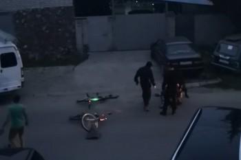 В Твери сотрудники ОМОНа избили мужчину, попросившего у них насос для велосипеда