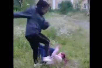В Красноуральске школьница жестоко избила соперницу и выложила видео расправы в сеть