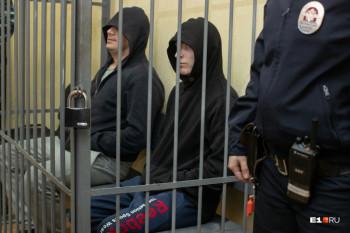 В Екатеринбурге обвиняемых в изнасиловании девушки полицейских выпустили из-под домашнего ареста