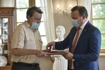 Мэр Нижнего Тагила наградил  сотрудников музея-заповедника памятными знаками и грамотами