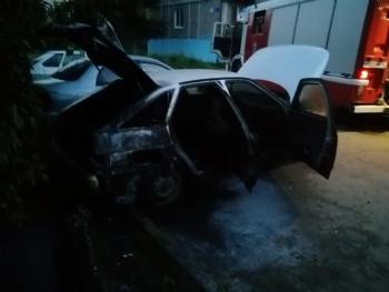 В Нижнем Тагиле ночью сгорел ВАЗ-2112
