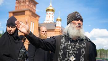 Cкандальный схиигумен Сергий потребовал лишить сана патриарха Кирилла