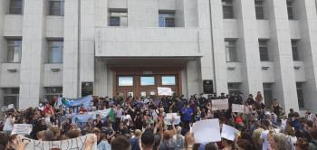 Жители Хабаровска вышли на стихийный митинг против ареста губернатора Сергея Фургала