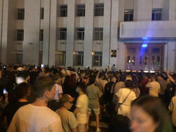 Жители Хабаровска в третий раз за два дня вышли на митинг в поддержку арестованного губернатора