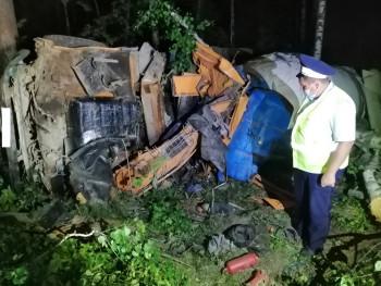 Ночью на трассе под Нижним Тагилом погиб водитель КамАЗа, не справившийся с управлением