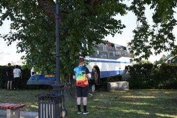 В центре Екатеринбурга пассажирский автобус врезался в дерево (ВИДЕО)