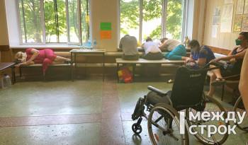 В Нижнем Тагиле пациенты с ОРВИ, пневмонией и подозрением на коронавирус больше суток ожидают приёма в ЦГБ № 1