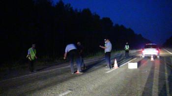 В Свердловской области водитель КамАЗа проехал по уже сбитому пешеходу и покинул место происшествия
