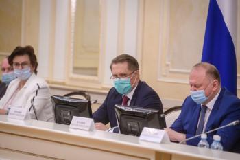 «Ситуация остаётся напряжённой»: в Екатеринбурге после скачка заболеваемости коронавирусом прошло совещание с главой Минздрава