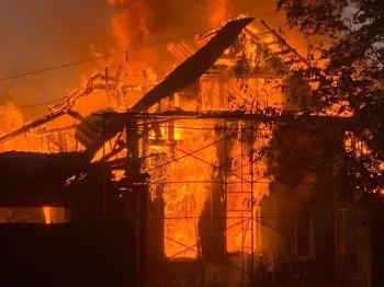 «Дом не был застрахован, сгорело всё». Пострадавшие от серьёзного пожара на улице Лодочной в Нижнем Тагиле рассказали о страшной ночи