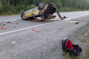 В Свердловской области водитель такси уснул за рулём и устроил ДТП, в котором пострадал шестилетний мальчик