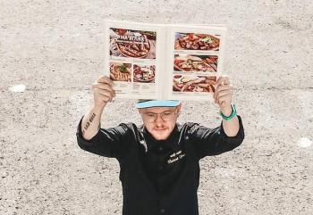 В Ульяновске полиция составила протокол на шеф-повара, который вышел на пикет с меню ресторана