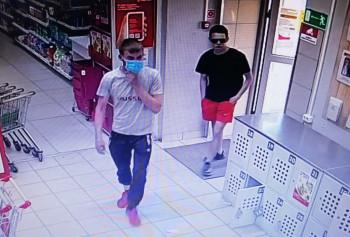 В Нижнем Тагиле двое парней украли алкоголь из «Магнита» (ВИДЕО)