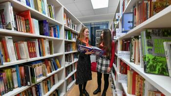 Минкульт обязал библиотеки убрать из общего доступа книги с маркировкой 18+