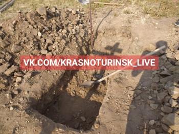 В Краснотурьинске неизвестные «по разрешению главврача» пытались выкопать тело умершего от коронавируса