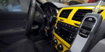 «Коммерсантъ» сообщил о планах Минпромторга по массовой установке алкозамков на автомобили в России