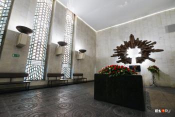 Мэрия Екатеринбурга объяснила рост числа кремаций в июле