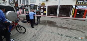 В центре Екатеринбурга мужчина упал с крыши здания