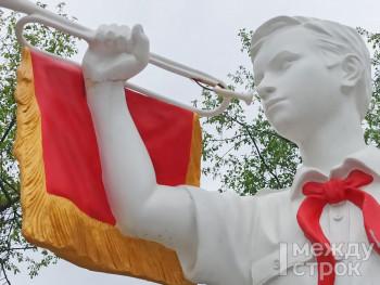 У скульптуры горниста в Пионерском сквере в Нижнем Тагиле чуть не украли горн