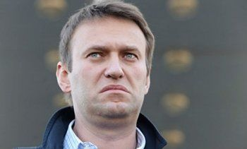 Навальный получил штраф за отказ пустить приставов в квартиру