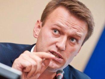 Навальный обвинил Пескова во взятке на 26 миллионов
