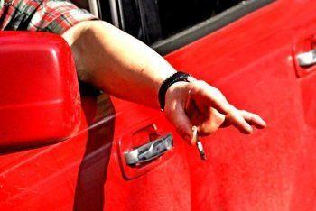 Автомобилистов заставят платить штрафы за выброшенные из окна окурки