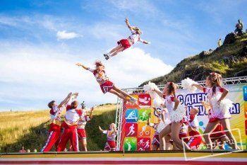 Сотни жителей Нижнего Тагила приняли участие в акции в поддержку российских спортсменов, участвующих в Олимпиаде в Рио-де-Жанейро