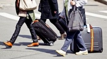 Больше трети молодых людей хотят уехать из России