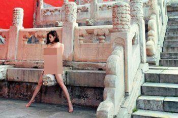 Китайцев возмутила эротическая фотосессия в Запретном городе