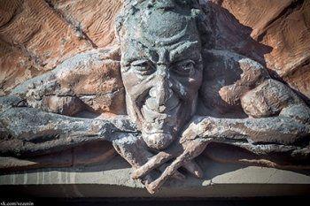 В Санкт-Петербурге снесли скульптуру Мефистофеля напротив храма