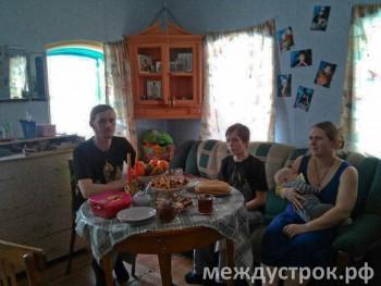 «Обращайтесь хоть к Путину – решать буду я». Семья из Висима борется с чиновниками за право обучать сына дома