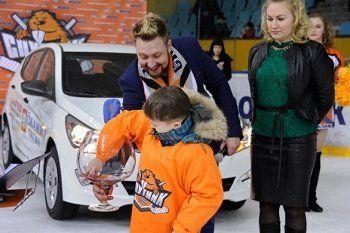 «Спутник» разыграл автомобиль среди болельщиков