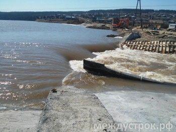 В Нижний Тагил выехали спасатели из Екатеринбурга.  Вода в Висимо-Уткинском водохранилище приблизилась к максимальной